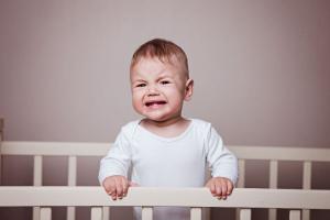 Beba sa velikim potrebama ili nervozno novorođenče - napravite razliku i pomozite detetu