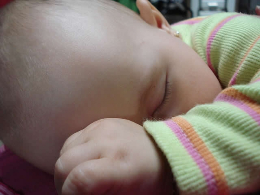 Kako da beba spava duže i kvalitetnije?