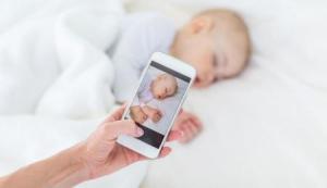 Slike beba na Fejsbuku: Za ili protiv?