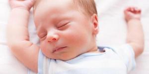 Zašto se beba budi noću?