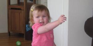 Pokazni gestovi i njihova uloga u razvoju govora i jezika kod dece