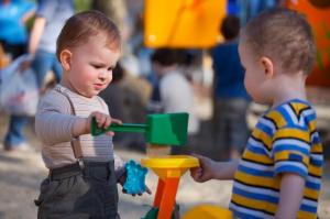 Socio-emocionalni kalendar: Pravilan razvoj deteta od prve do treće godine