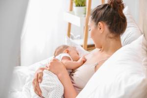 Pravilni položaji za dojenje (VIDEO)