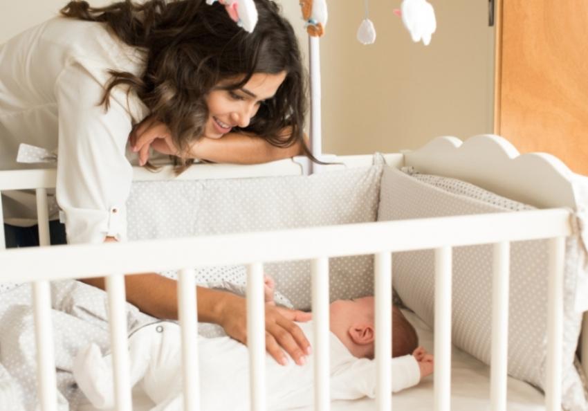 Šta je najsigurnije za moju bebu dok spava - 8 pitanja koja muče roditelje