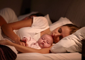 Da li dete treba da spava sa roditeljima u krevetu: 5 razloga ZA i 5 razloga PROTIV