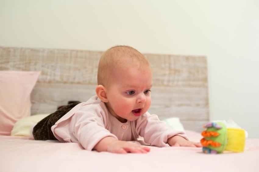 Beba – skup savršenih senzora: kako i kada se razvijaju čula?