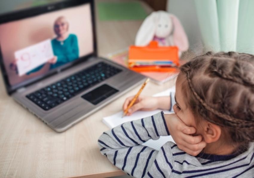 Preporuke pedagoga za roditelje školaraca: Kako uspešno organizovati dan u kući za vreme karantina
