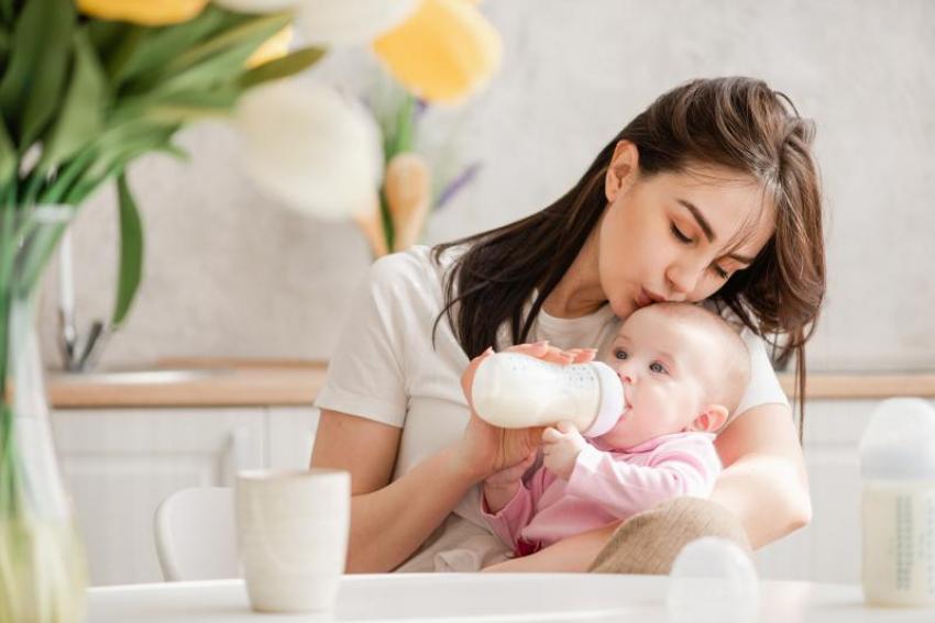 Različiti tipovi adaptiranog mleka za bebe: Koja formula odgovara mojoj bebi?