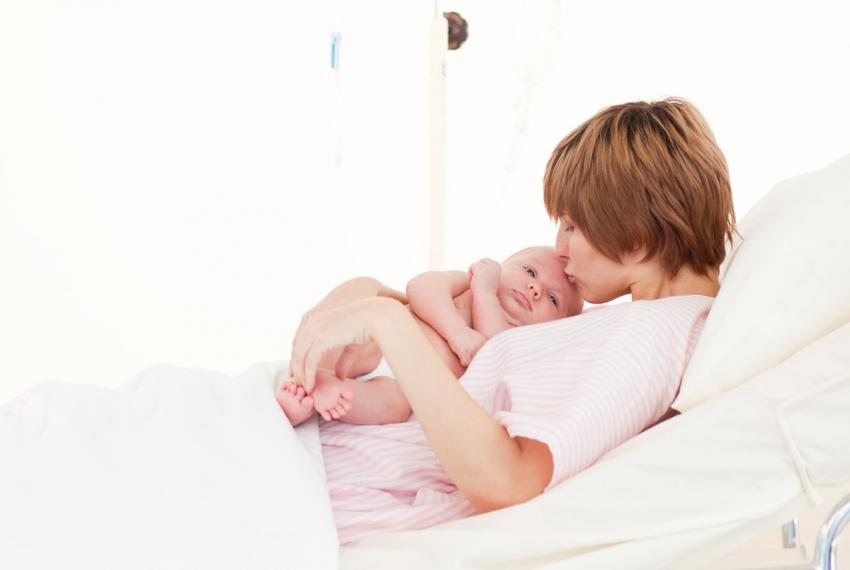 Kako izgleda prvi sat u životu bebe?
