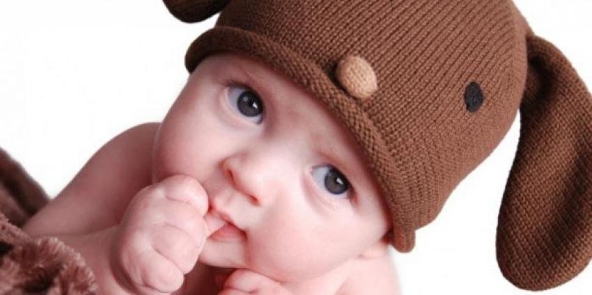 Zašto beba sisa prst i kako je odvići?