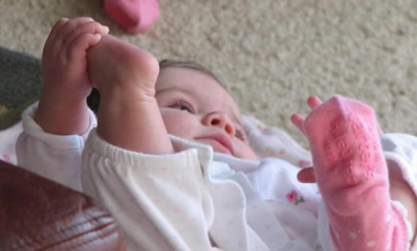 Zašto treba proveriti bebine čarapice, ako plače bez vidljivog razloga