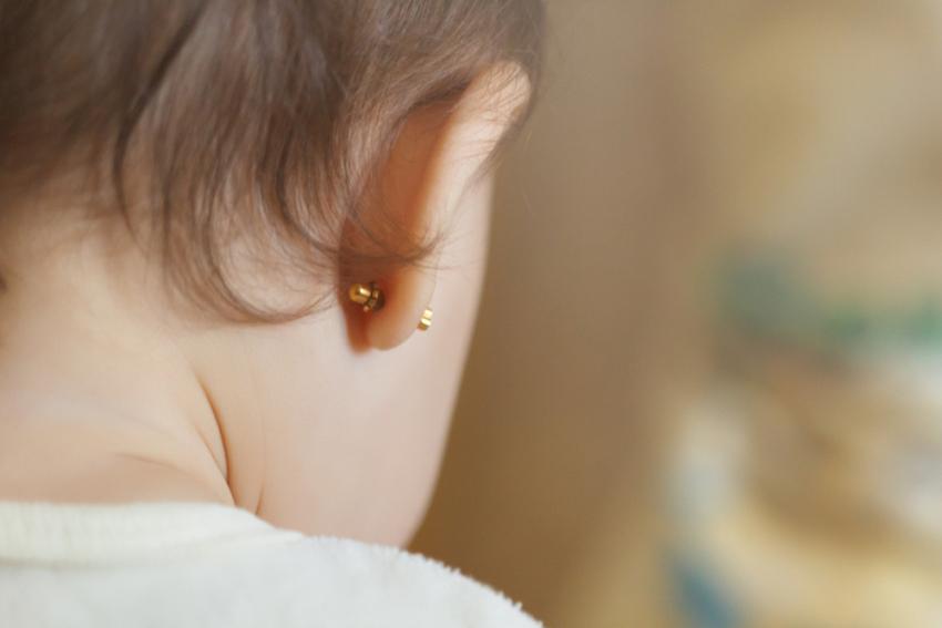 Zašto nije dobro da bušite uši bebama?