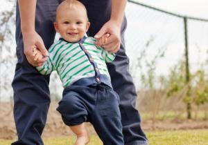 Pedijatar savetuje: Evo kako da POMOGNETE bebi da PROHODA