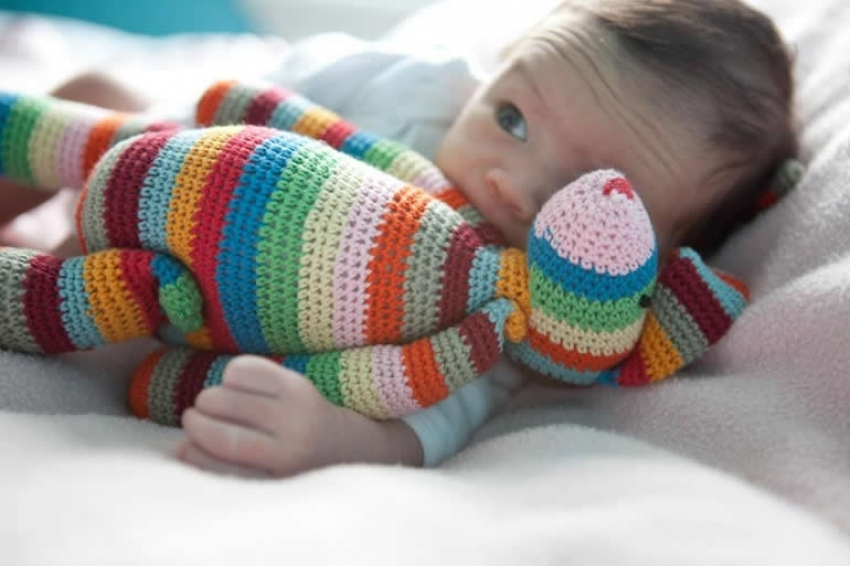 Zbog čega bebe počinju da se plaše nepoznatih