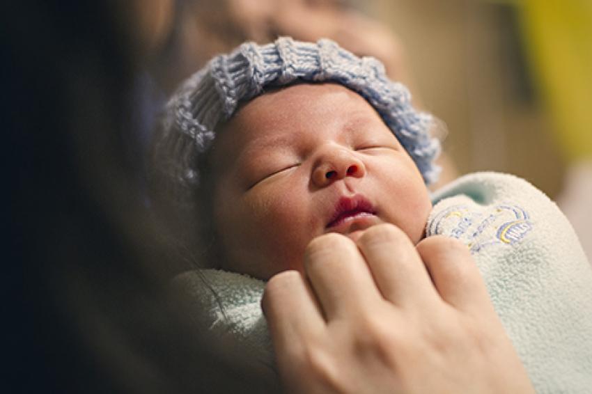 Zašto se bebe ne smeju odmah po rođenju