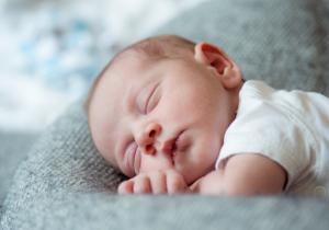 Da li beba mora da podrigne posle obroka?