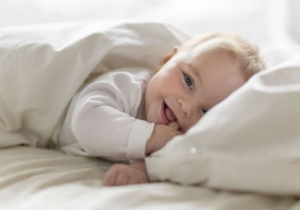 Nema razloga za paniku: 6 ČUDNIH stvari koje bebe rade