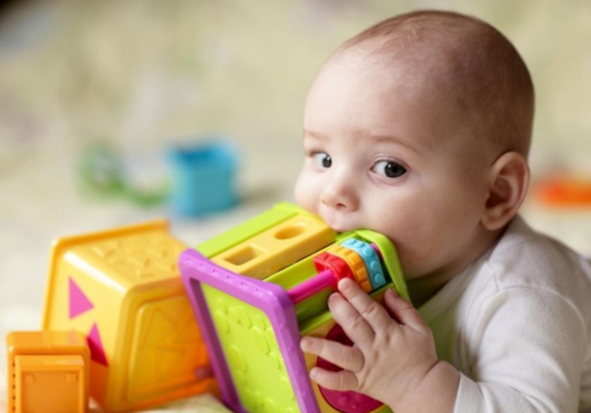 Bakterije su svuda oko nas - 5 najprljavijih stvari koje beba svakodnevno dodiruje
