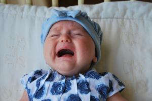 Grčevi kod beba – infantilne kolike