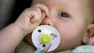 Konjuktivitis (crvene i suzne oči) kod novorođenčadi