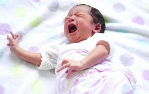 Mama neobičnim trikom umirila uplakano dijete u sekundi (VIDEO)
