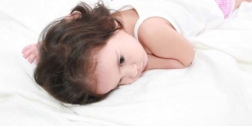 Prva pomoć kad strano telo dospe u nos, oko, uvo, probavni trakt ili kožu deteta