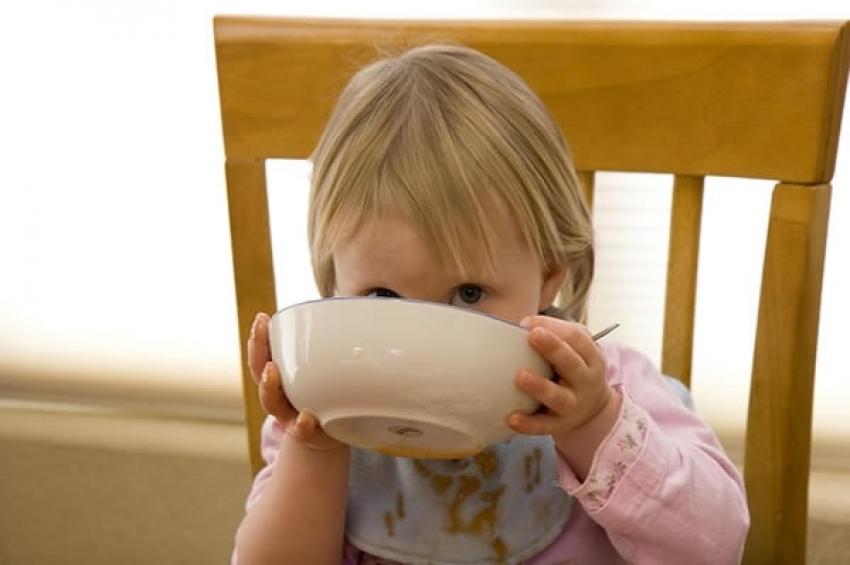 Zašto bebama nikako ne treba davati med?