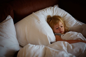 Kasni odlazak u krevet povećava rizik od gojaznosti kod dece