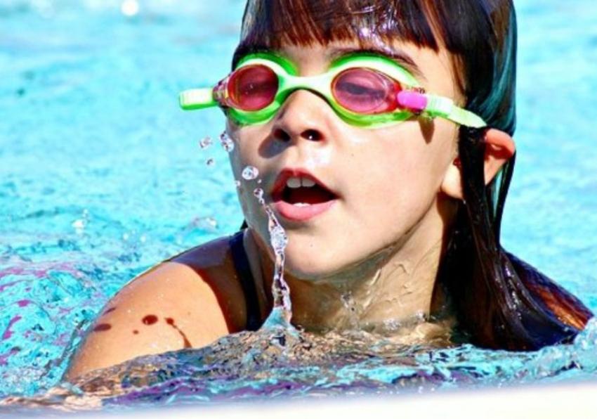 Kupanje u jezerima i bazenima: Da li se možemo zaraziti korona virusom?