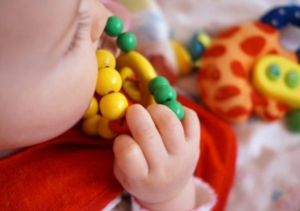 Zvečka – bebina prva igračka