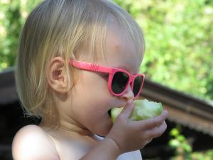 Zašto je JABUKA toliko važna u ishrani beba?
