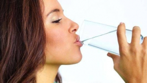 Da li i koliko unos vode i drugih tečnosti utiče na količinu mleka?