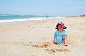 Zašto je igranje peskom i vodom odlično i za bebe i za stariju decu
