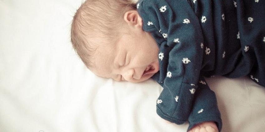 Zašto novorođene bebe plaču bez suza?