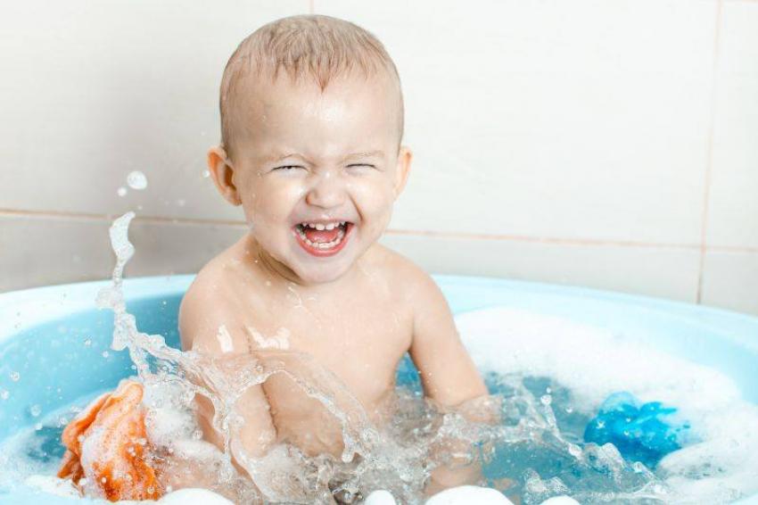 Praktični saveti za roditelje: Pomozite detetu da prevaziđe strah od kupanja