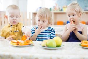 Ishrana dece: Kada u ishranu može da se uvede suvo voće?