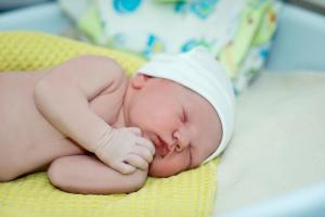 Do kada bi bebe trebalo da nose pamučne kapice?