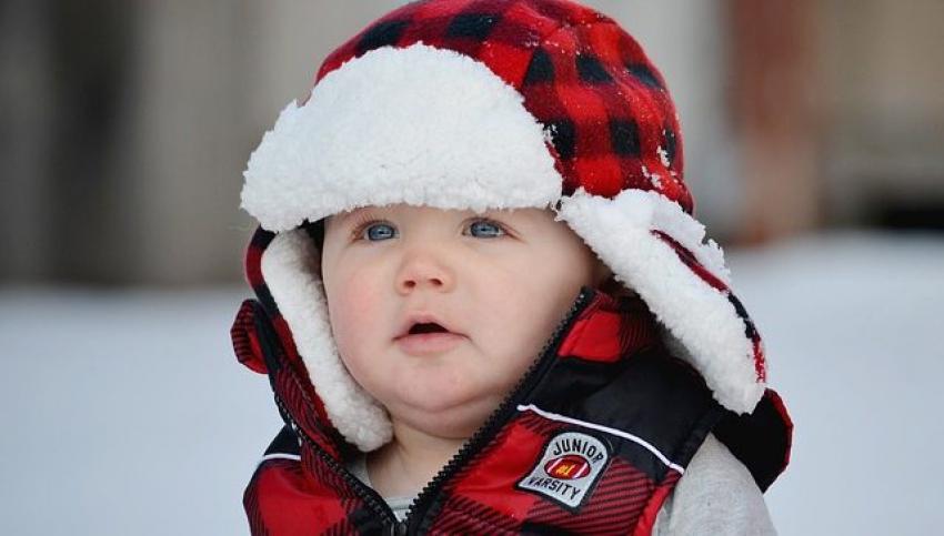 Zimska šetnja sa bebom: Kapa na glavi i bez cucle u ustima