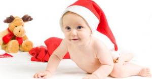 Bebin prvi novogodišnji poklon
